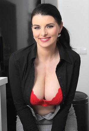 naked secretary boobs amateur