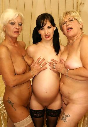 Mature Lesbians Eating Pussy