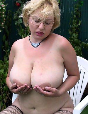 Older big tits Big Saggy