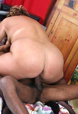hot pinay mom naked