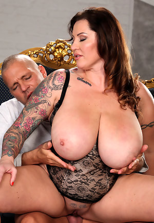 Big Dick Shemale Gets Fucked