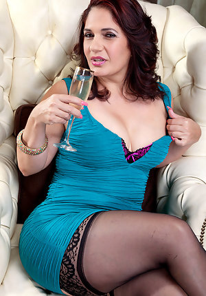 Horny big tits latina mature bbw fucking Latina Pictures Mature Porn Galleries At Spicy Older Women