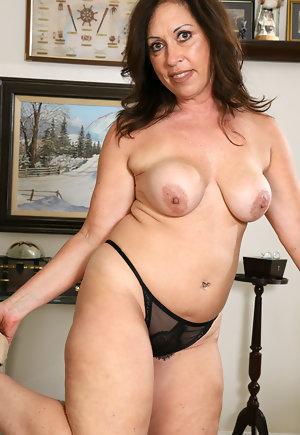 Big Ass Milf Mom Mature