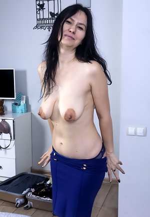 Mature amateur female mom big tits topless fucking Nipples Pictures Mature Porn Galleries At Spicy Older Women