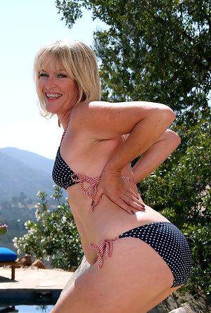 Blonde nackt sexy milf Milfs Area