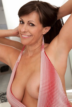 Naked wife and mature tubes