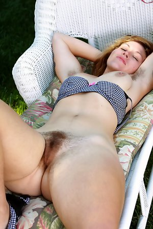 amateurs bored natural bodies hairy pussy